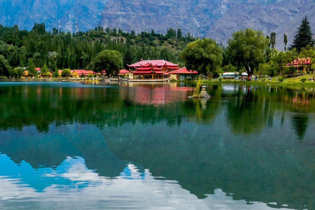 Lakeside_View_of_Shangrila_Resort,_Lower_Kachura_Lake